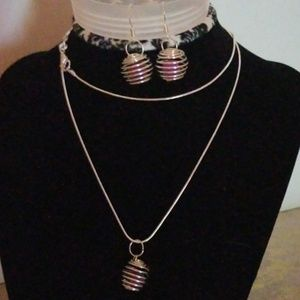 Jewelry - Neclace and earring set